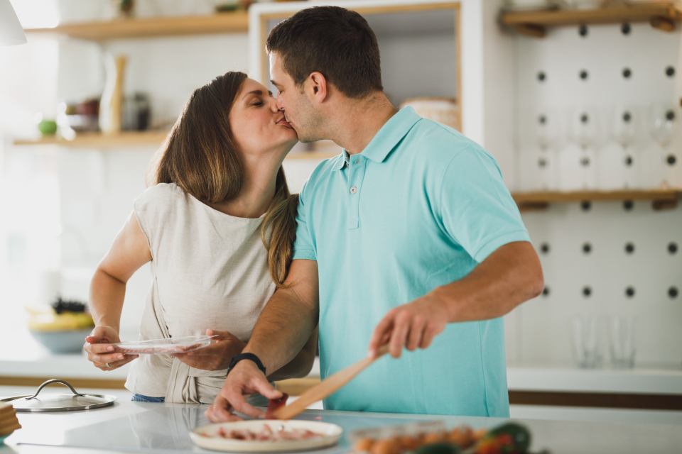 Free stock photo of couple kissing