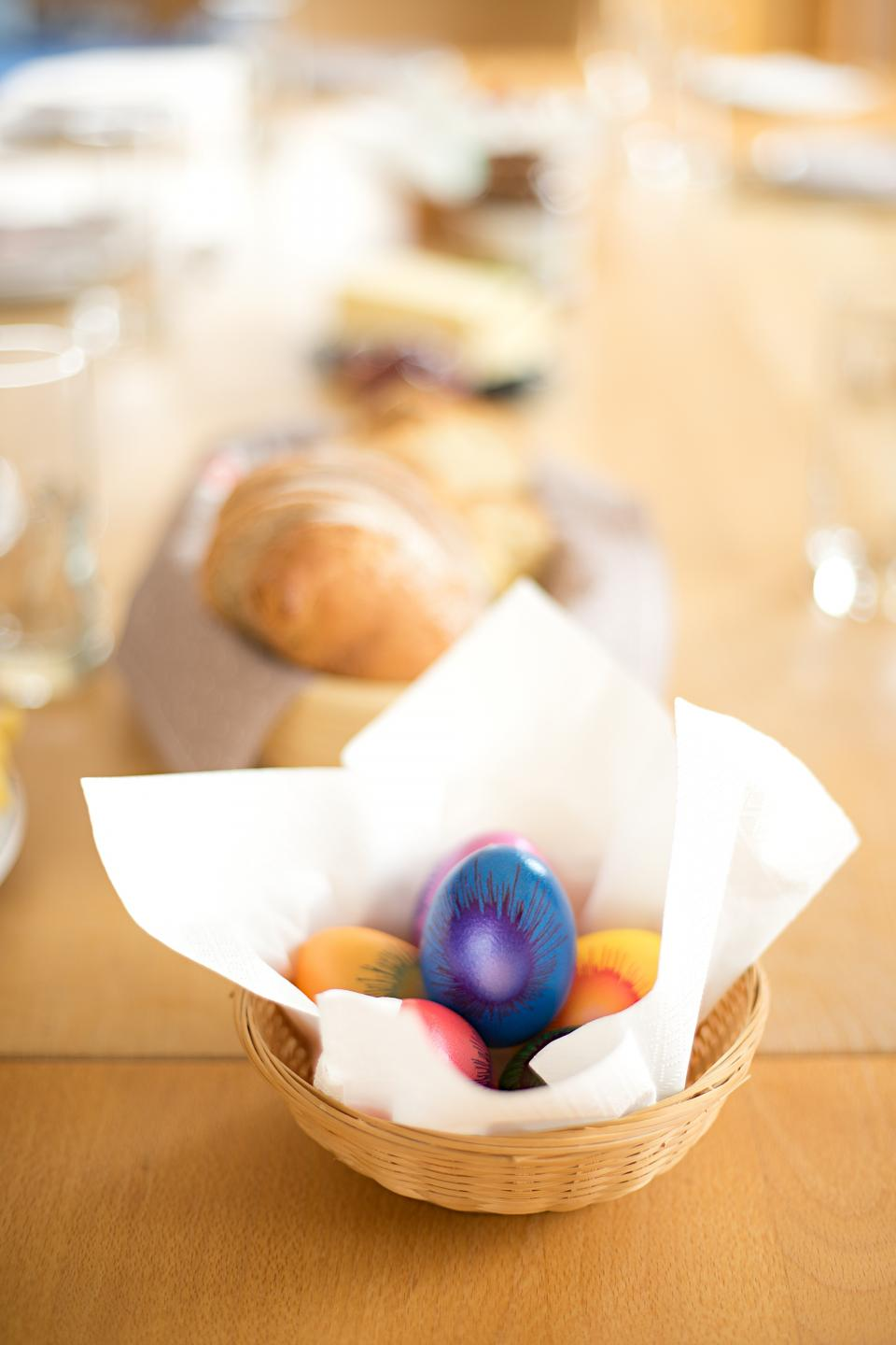 egg colorful table