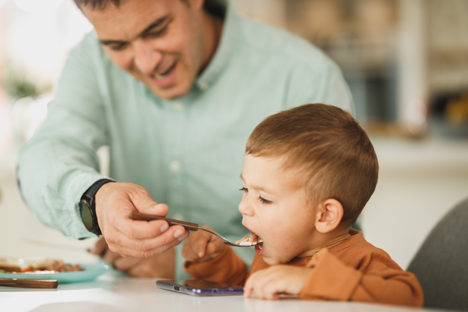 Free stock photo of family eating