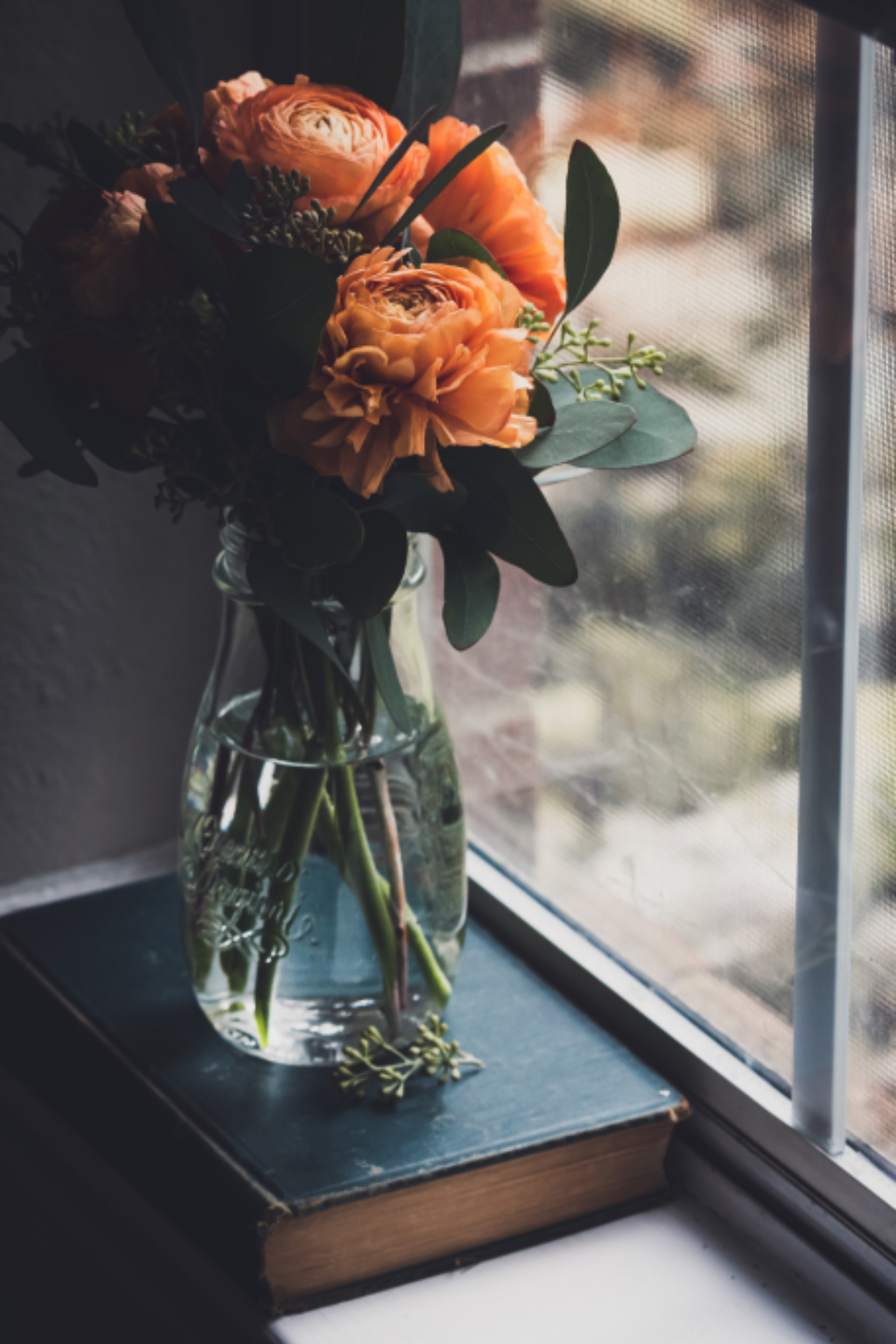 flower vase window