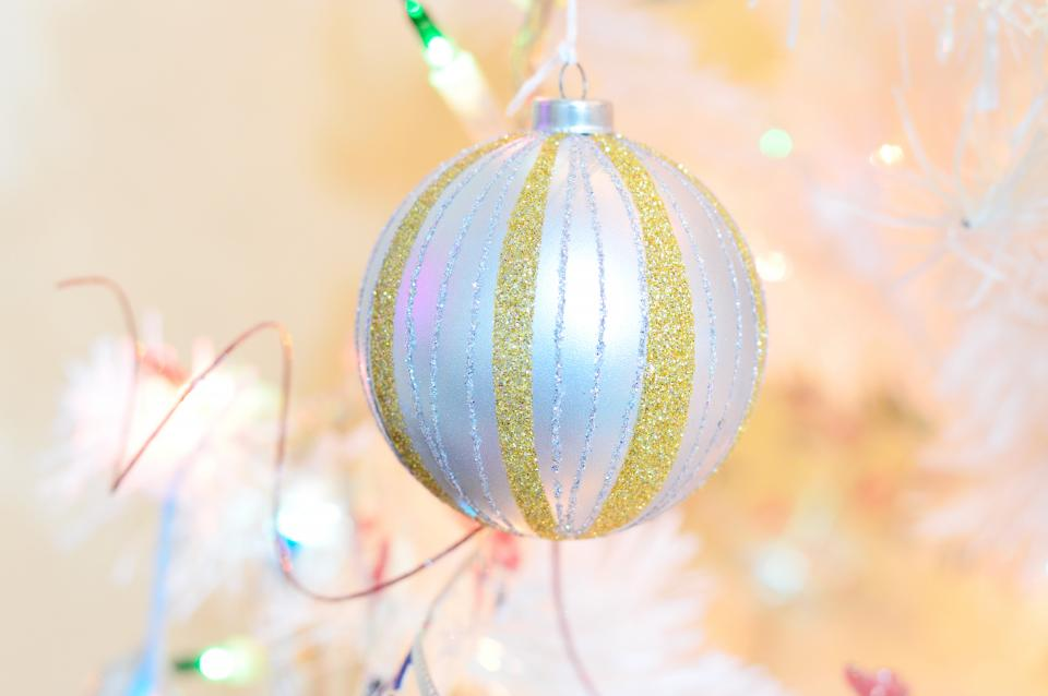 glitters christmas ball art