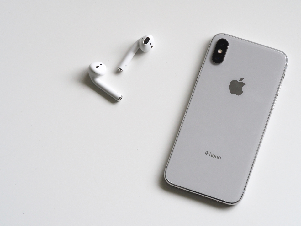 iphone airpods ios