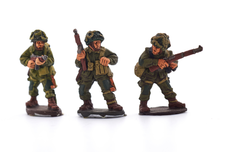 miniature war soldiers