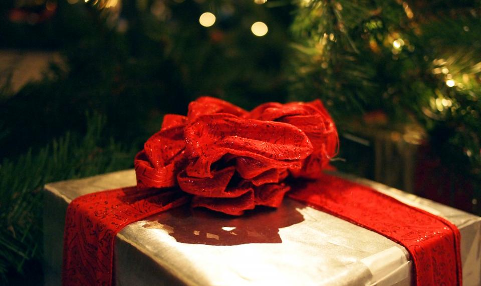 present gift red