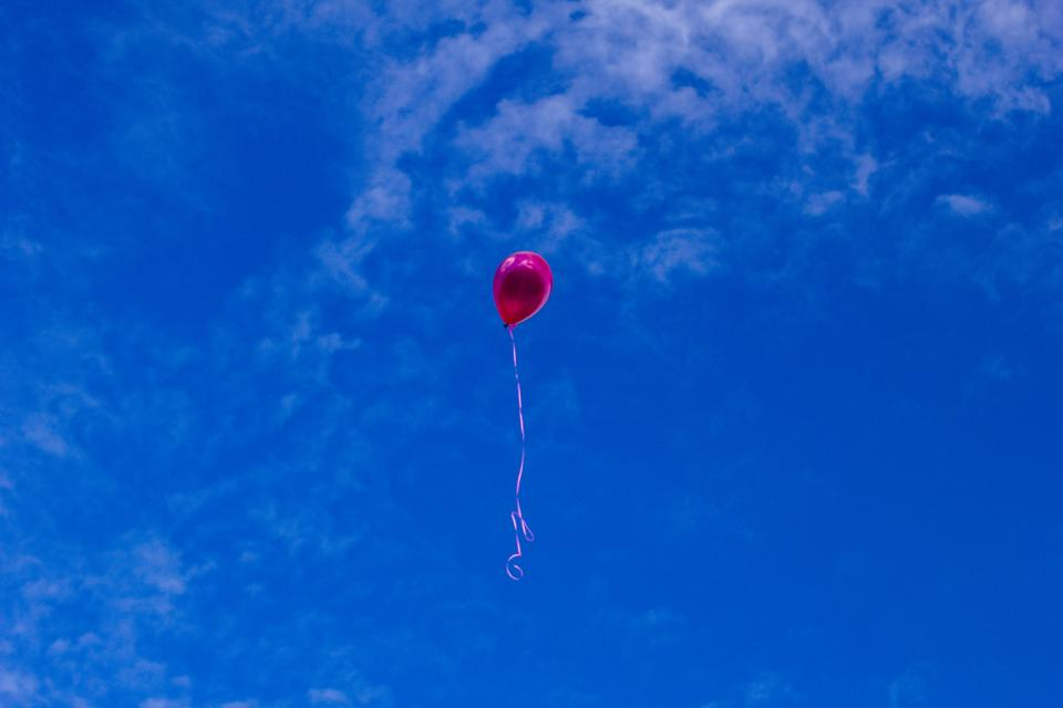 red balloon blue