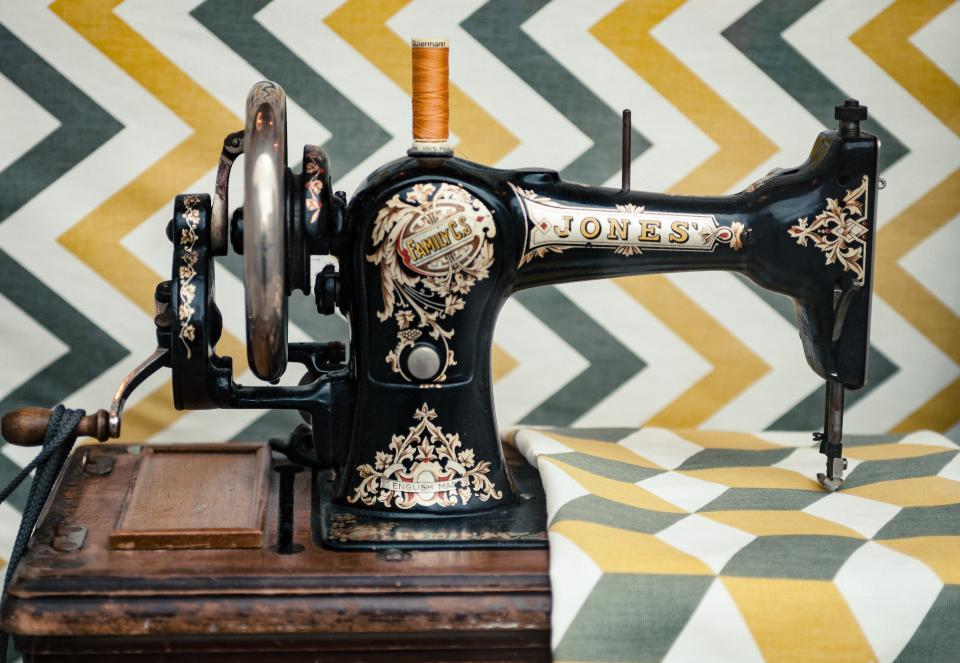 Free stock photo of sewing machine