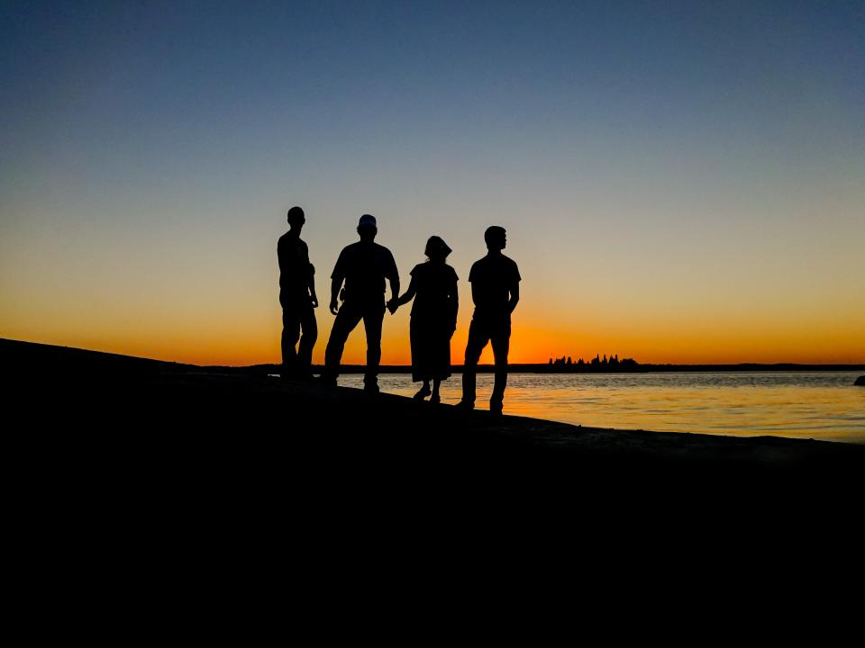 silhouette family island