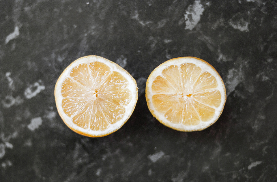 Free stock photo of sliced lemon