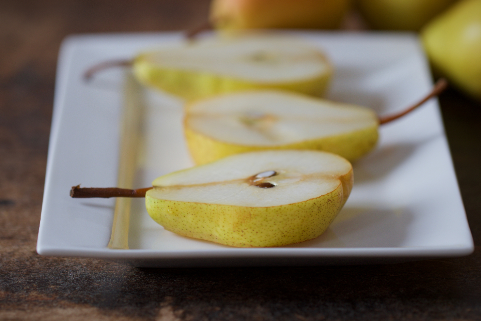 sliced pears fruit