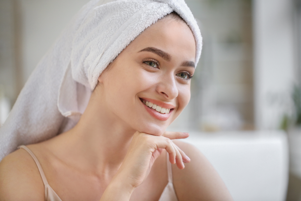 Free stock photo of smiling woman