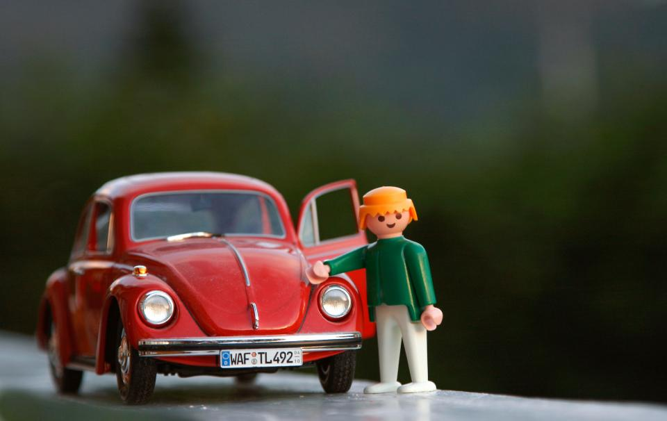 toy car red
