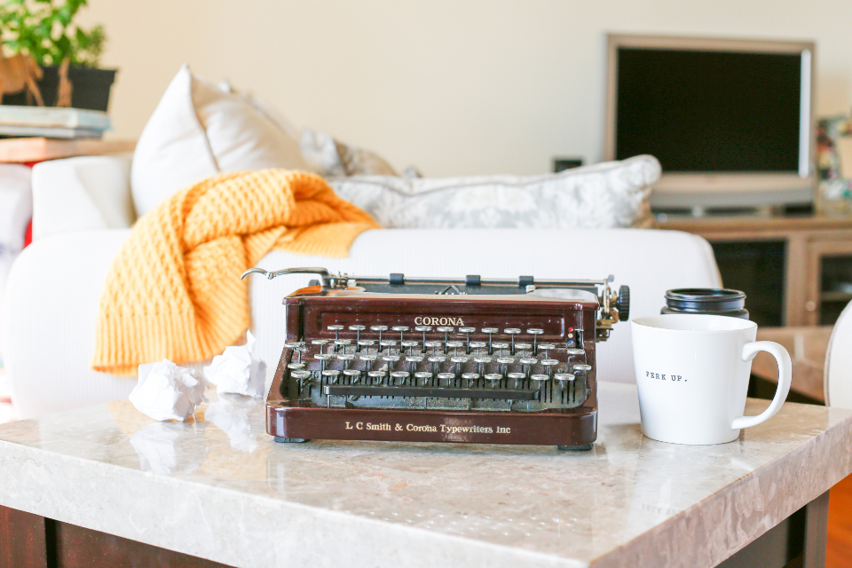 typewriter table vintage