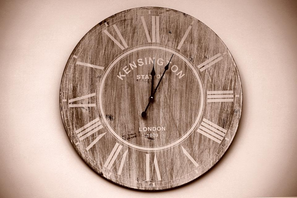 wood clock time